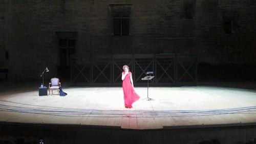 Isabelle Huppert dans la cour d'honneur ©FrancisBraun