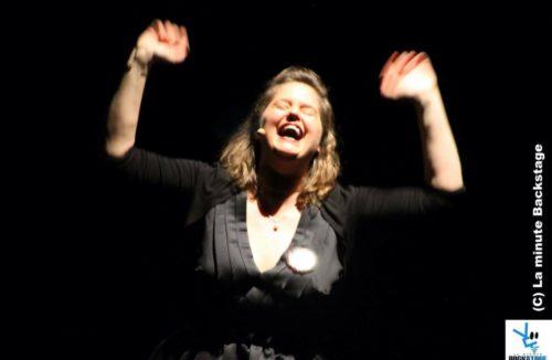 """Élodie Poux dans """"Le syndrome du Playmobil"""" ©laminutebackstage"""