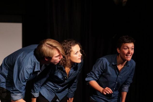 de gauche à droite : Alexis Gourret, Marion Pouvreau, Camille Broquet dans On dirait ton père.
