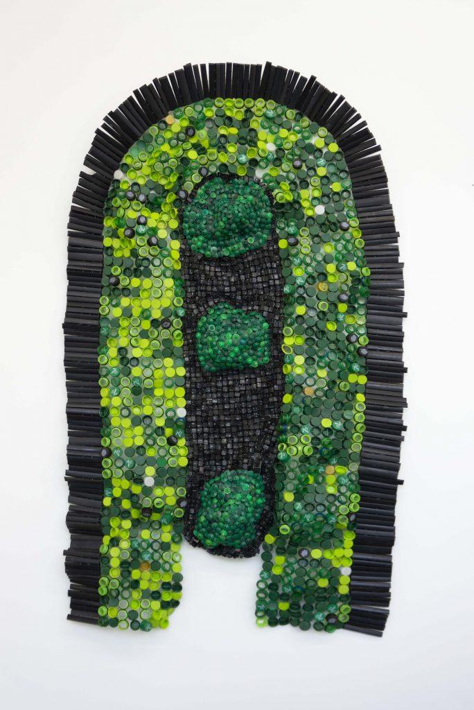 Moffat Takadiwa, Party Regalia 2019 (bouchons de bouteilles touches de clavier) - Courtesy de Nicodim Gallery, os Angeles/Bucarest © Moffat Takadiwa